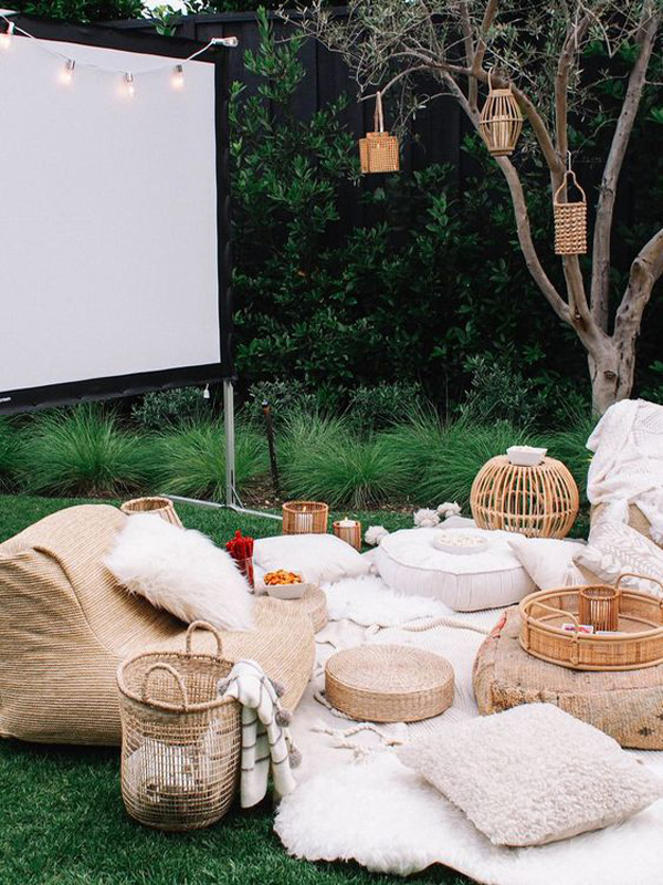 Outdoor Movie Theater Homemydesign Homemydesign
