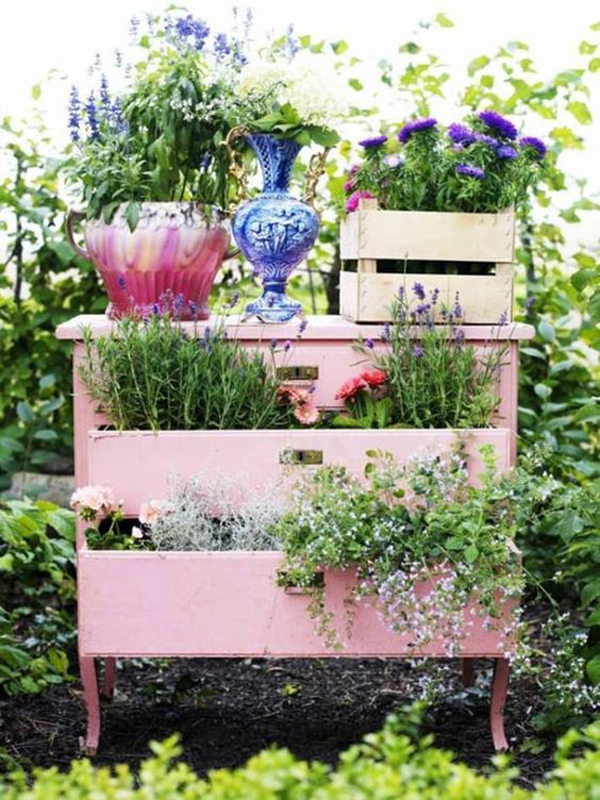 15 Unusual Garden Decor To Make The Most Of Your Outdoor