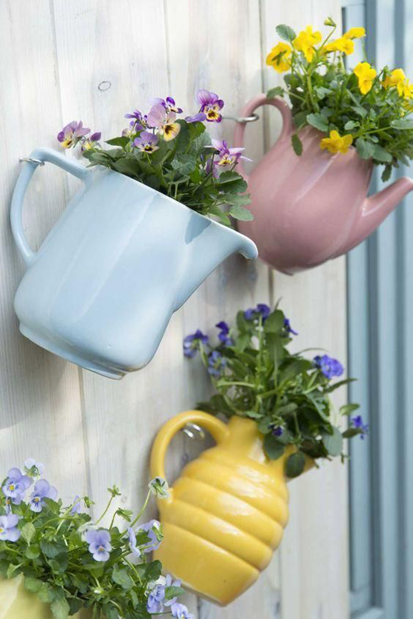 20 Creative DIY Garden Fence Ideas Made From Old Stuff