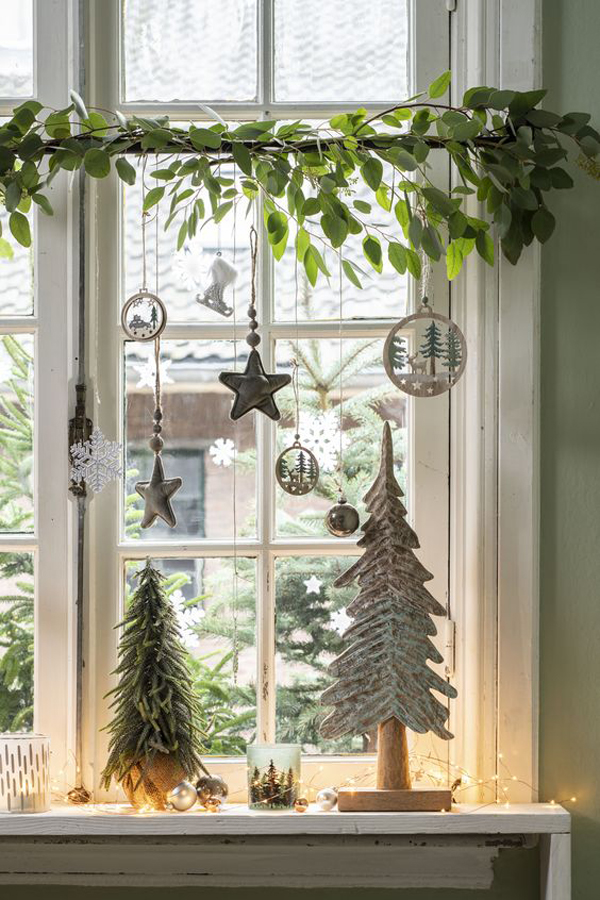 35 Amazing Christmas Window Decorations You'll Love