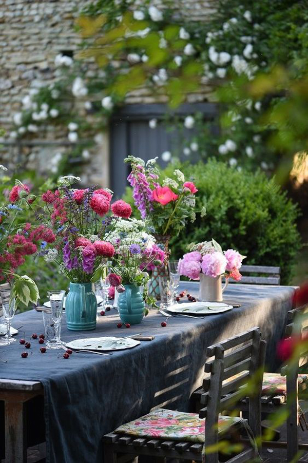 beautiful-and-romantic-dinner-in-backyard