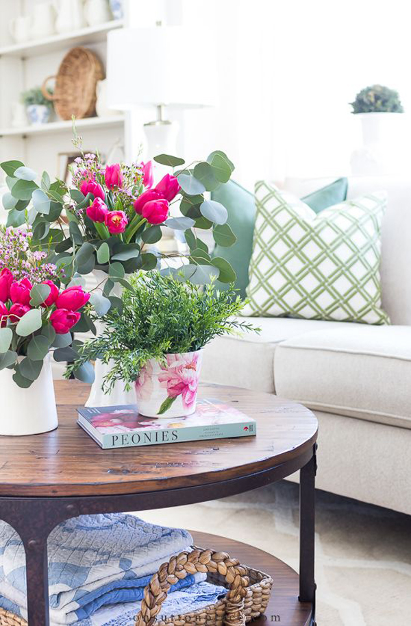 beautiful-spring-living-room-with-floral-decor