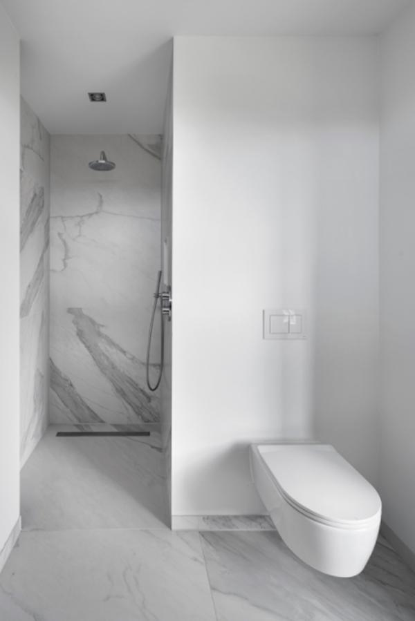 contempory-closet-bathroom