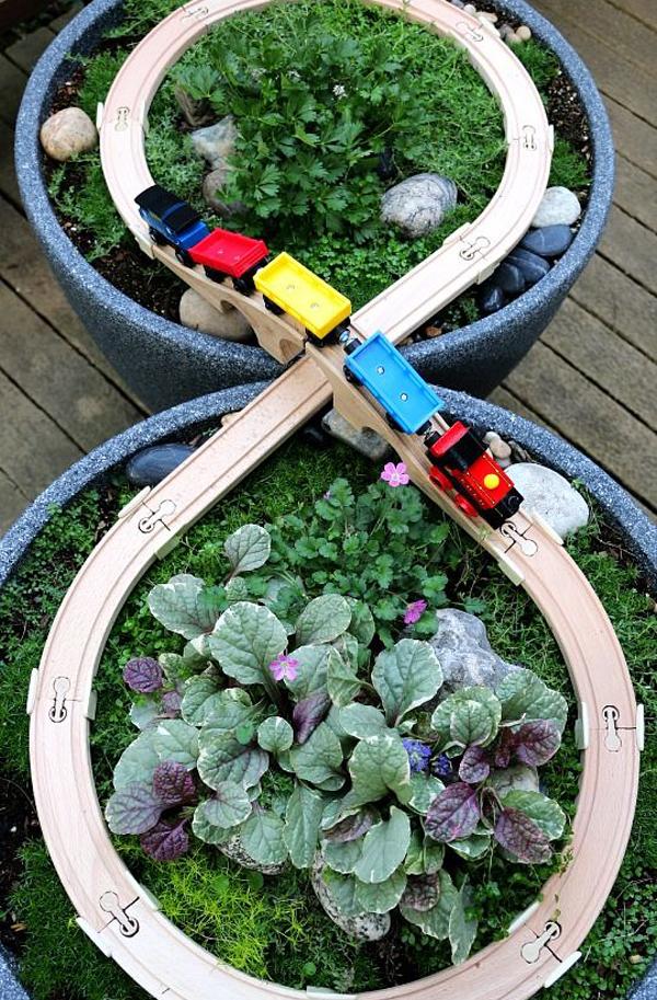 cool-diy-train-fairy-garden-design