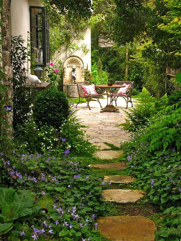cottage-side-yard