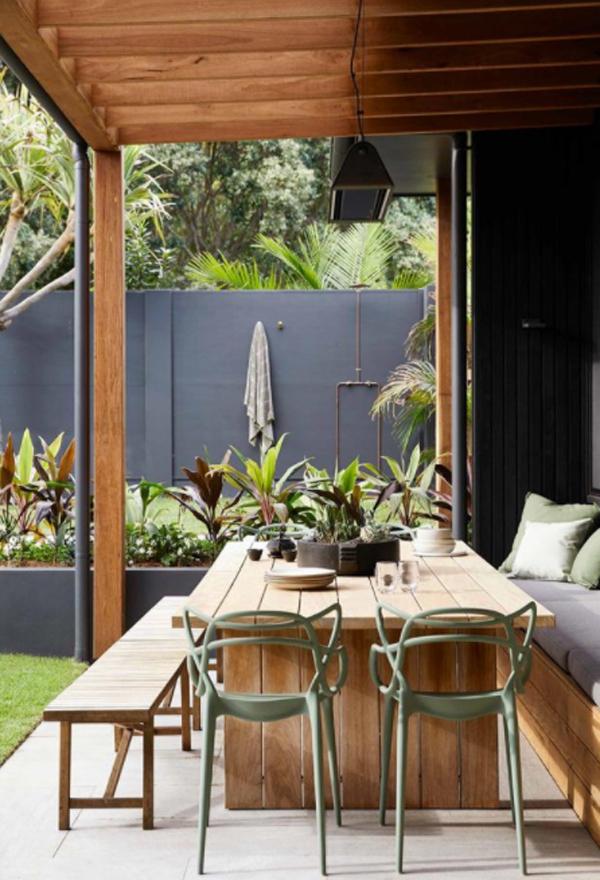 cozy-outdoor-dining-area