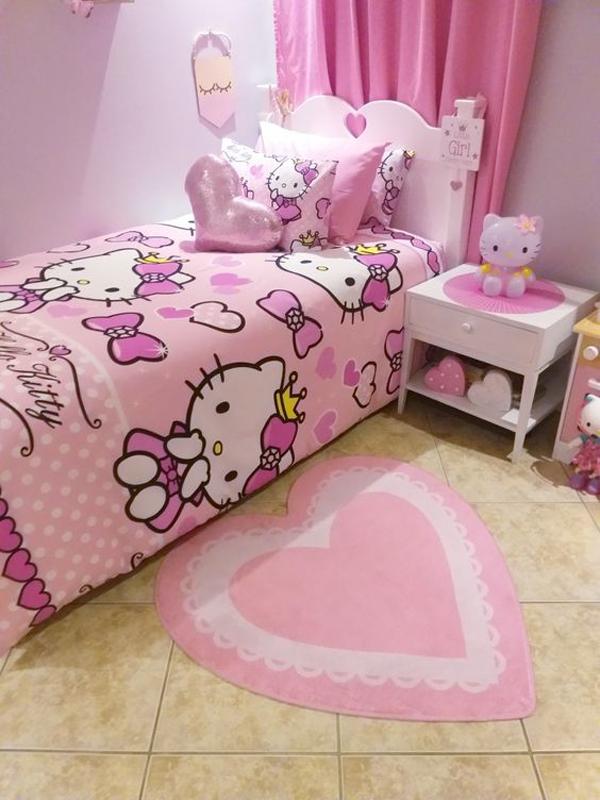 simple-hello-kitty-bedroom-decor