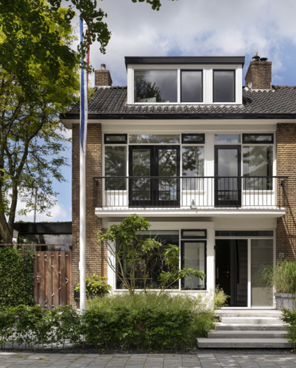 Living Hillegersberg With Typical Rotterdam Architecture