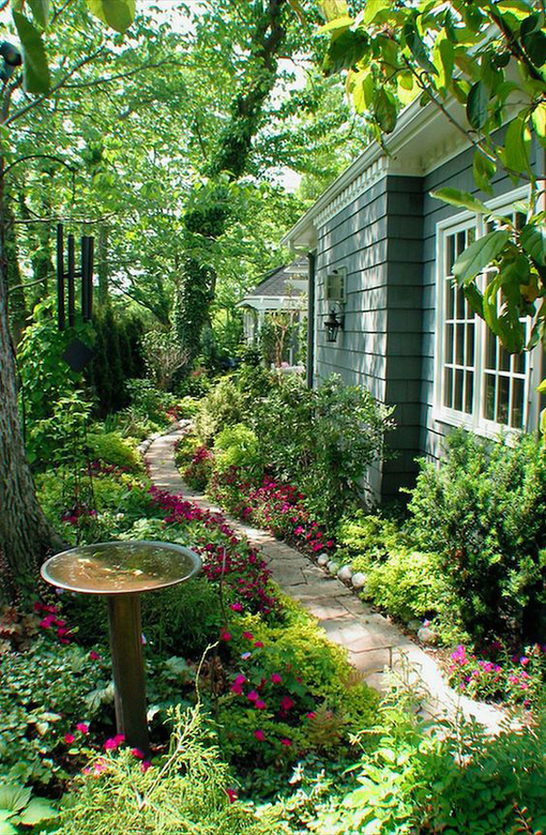 lush-side-garden