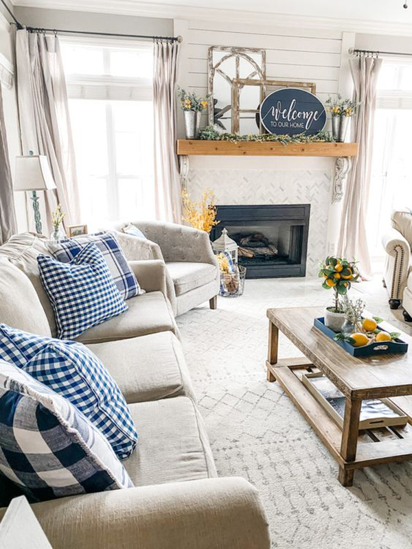 navy-spring-living-room-with-yellow-accents