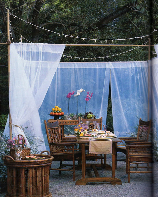 outdoor-dinner-party-ideas-with-curtains
