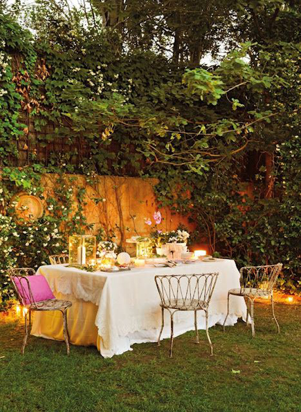 pretty-outdoor-dinner-table-decorations