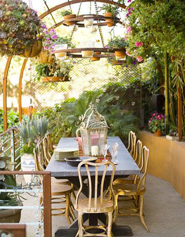 relaxing-outdoor-table-for-romantic-dinner