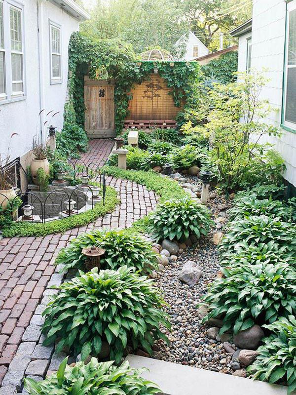 relaxing-side-yard