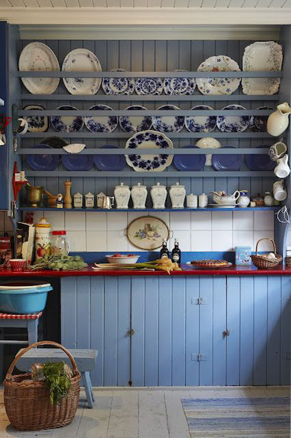 rustic-dish-racks-with-blue-accent