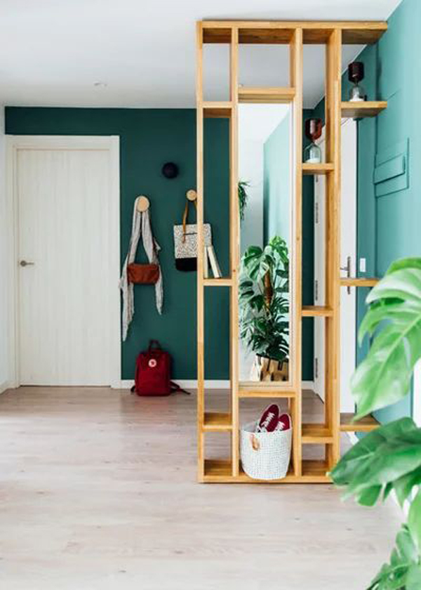 simple-wood-rack-divider-for-your-entryway