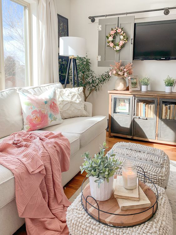 small-spring-living-room-for-holiday