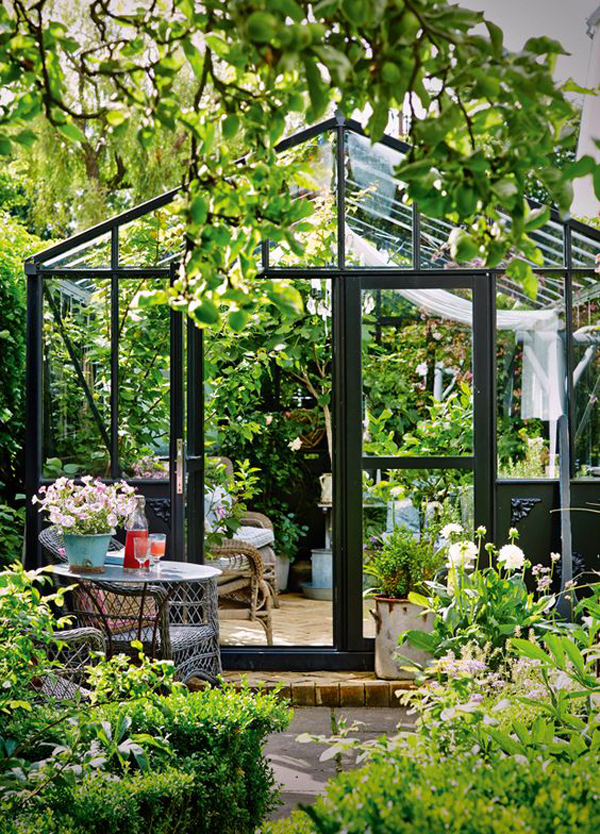 beautiful-greenhouse-ideas-with-outdoor-lounge-area