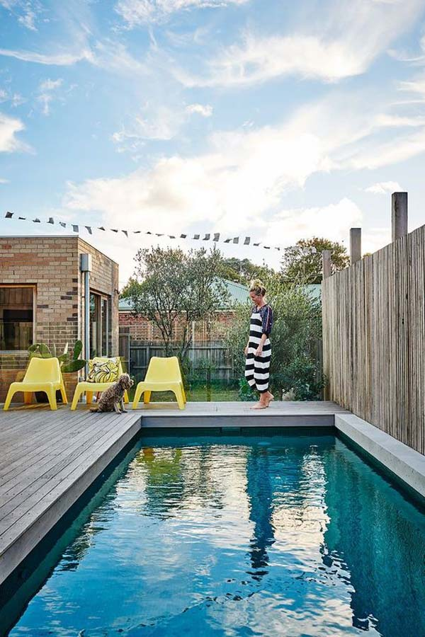 beautifuly-decking-pool-with-cozy-chairs