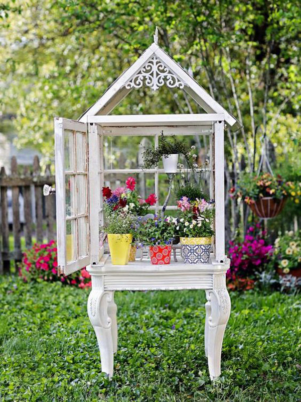 charming-diy-small-greenhouse-made-from-old-windows
