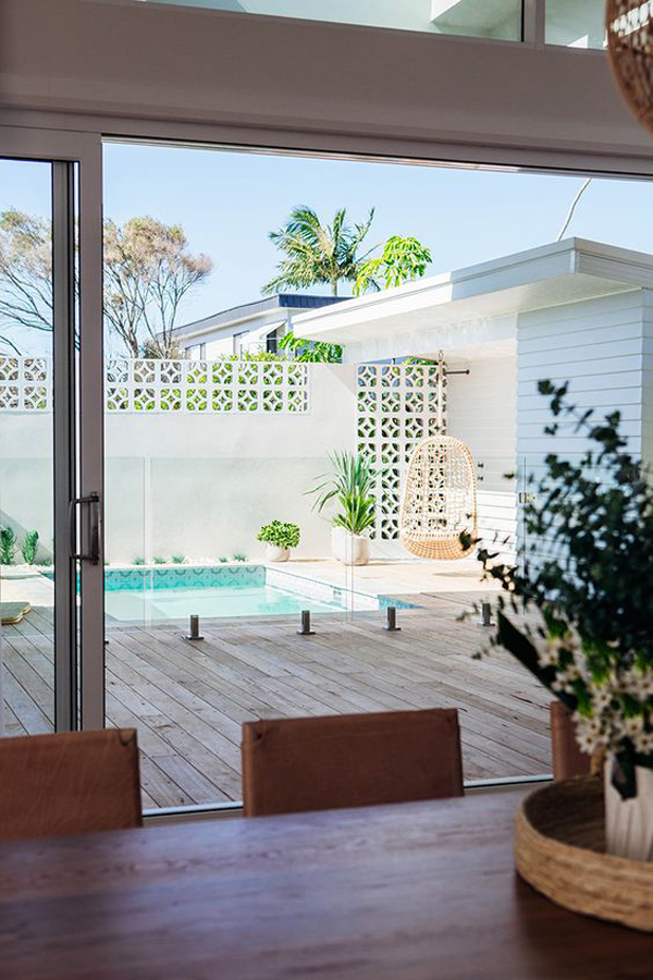 indoor-outdoor-spaces-with-pool-deck