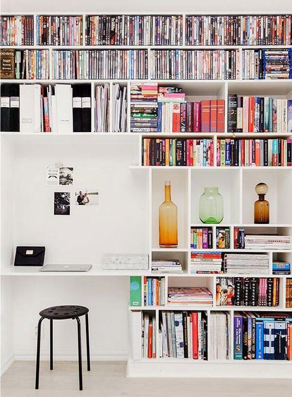 modern-home-office-with-wall-bookshelf-organizing