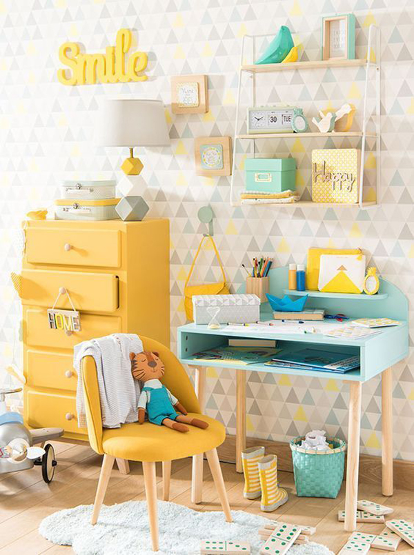 pastel-themed-kids-desk-decor