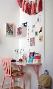 small-and-simple-kids-study-desk