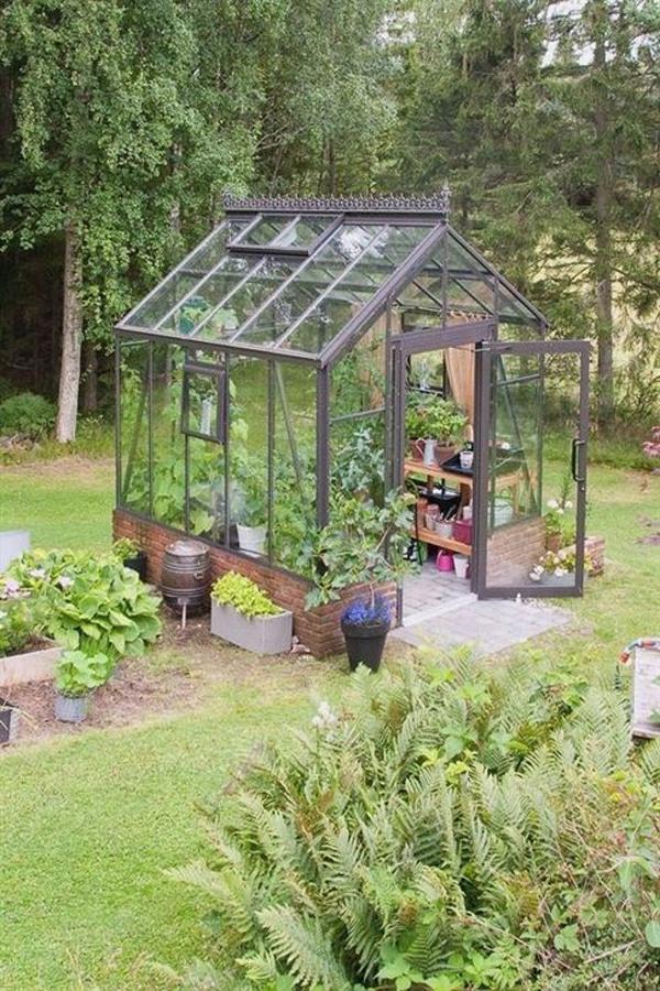 small-greenhouse-backyard-ideas