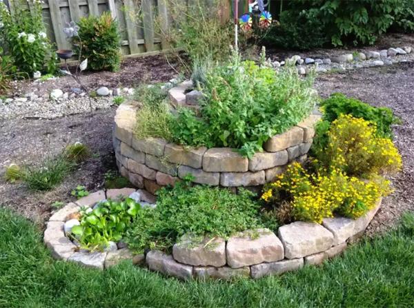 spiral-stone-raised-bed