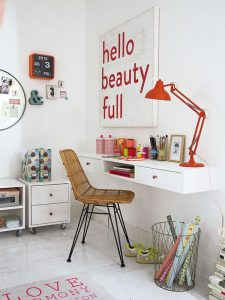 stylish-study-desk-decoration