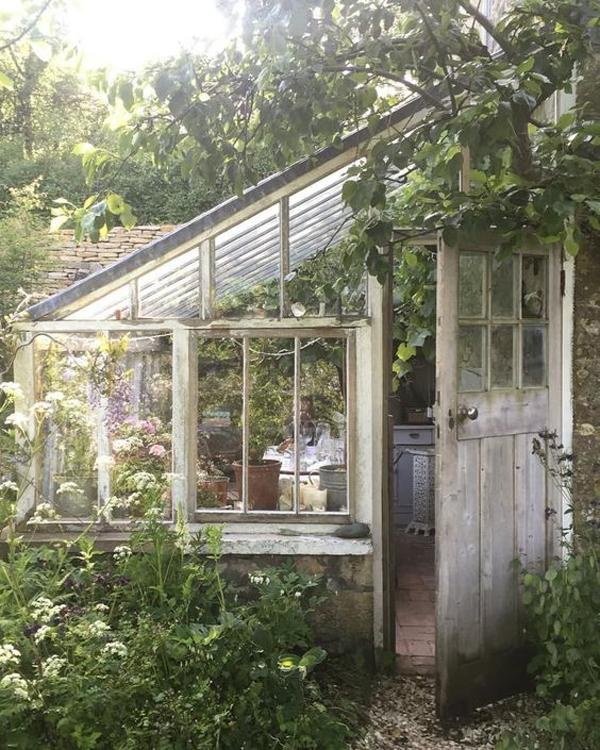 tiny-garden-greenhouse-ideas