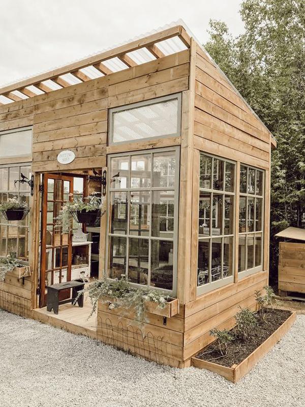 wooden-greenhouse-decor-ideas
