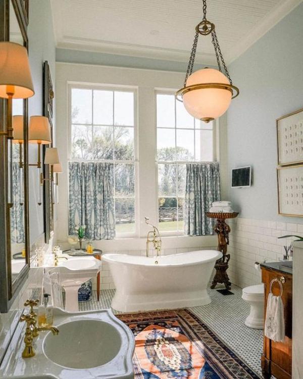 bright-vintage-bathroom-decor