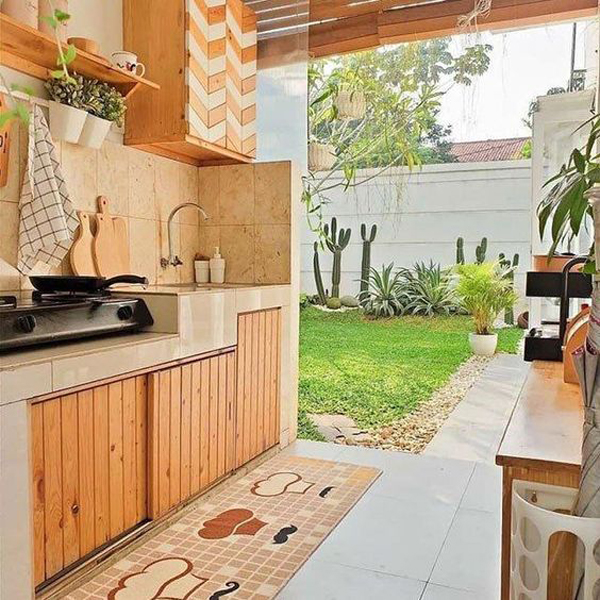 brown-open-kitchen-integrated-with-backyard