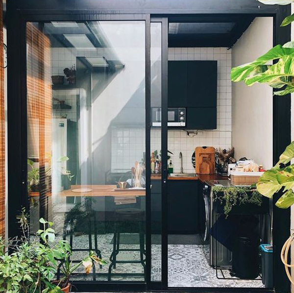 cool-black-kitchen-with-outdoor-concepts