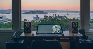 cool-computer-desk-setup-with-a-views