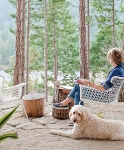 cottage-backyard-landscape-with-dog-retreat