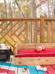 cozy-outdoor-dog-bed-made-from-wood-pallet