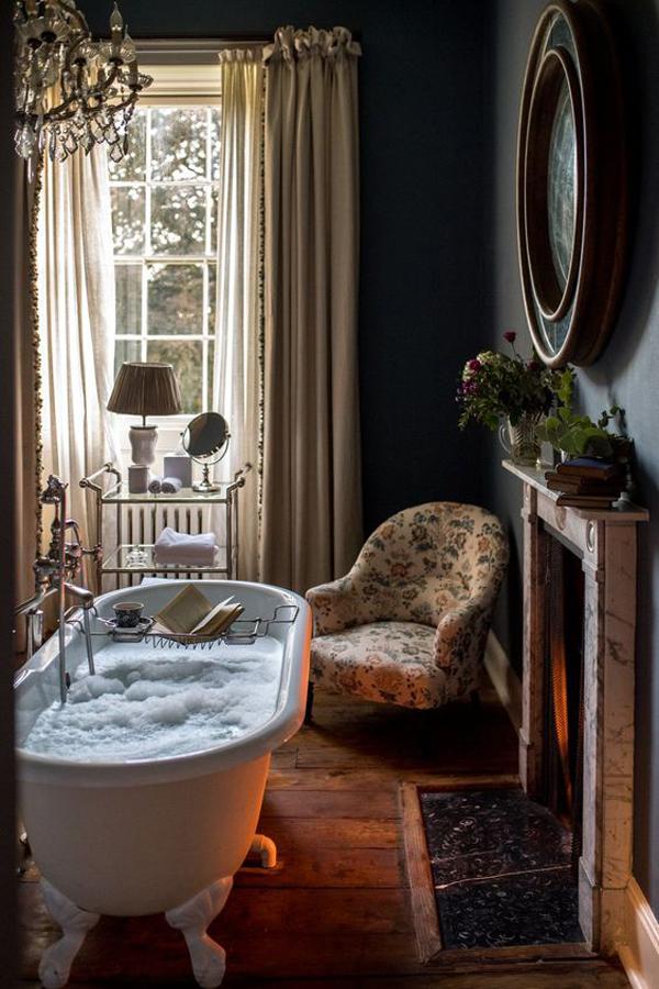elegant-vintage-bathroom-with-chairs