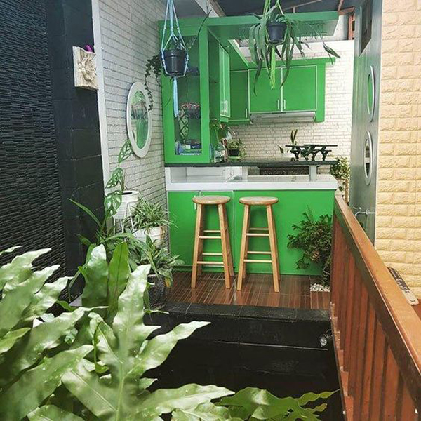 green-small-open-kitchen-with-indoor-pond