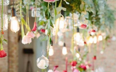 greenery-wedding-hanging-lighting