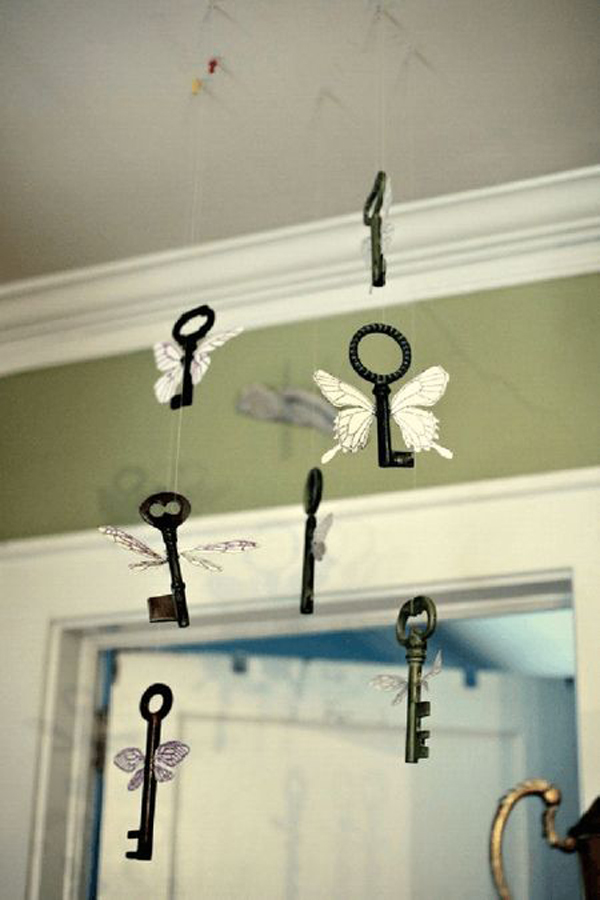 hanging-key-butterfly-decor