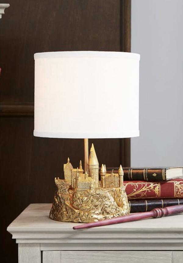 hogwarts-castle-table-lamp