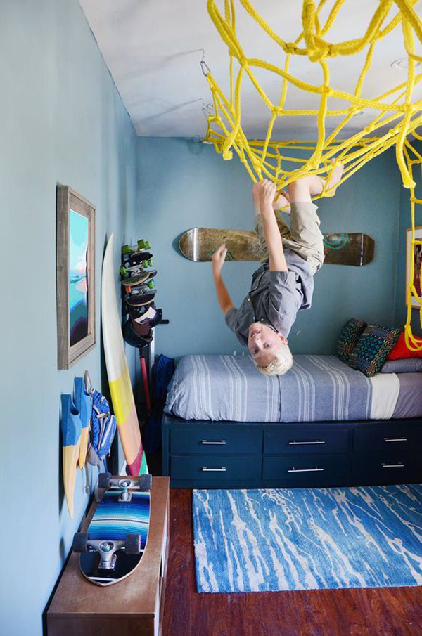 kid-friendly-bedroom-with-sporty-theme