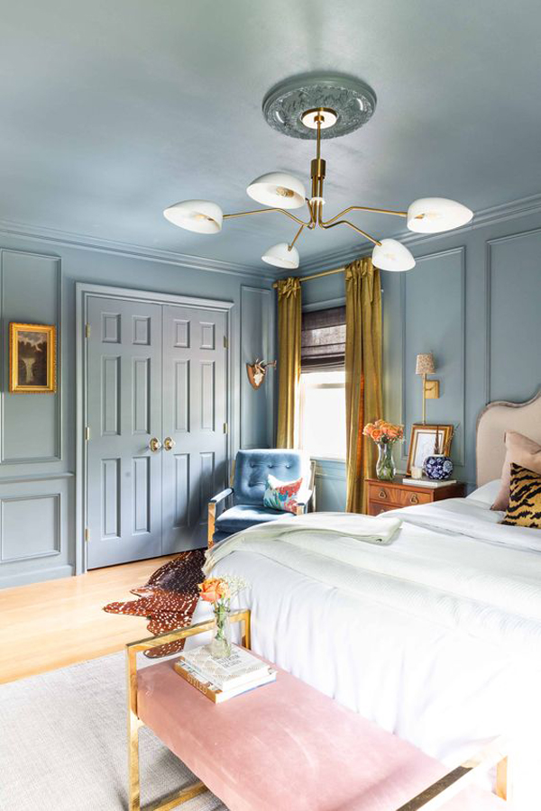 modern-traditional-bedroom-with-painted-wall-and-ceilings