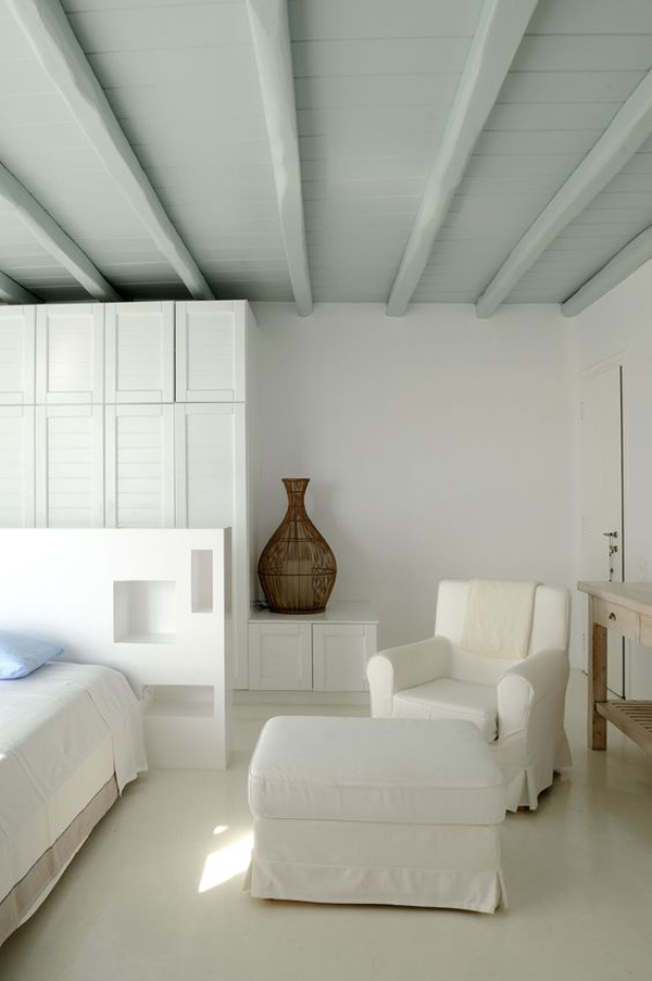 moroccan-bedroom-decor-with-mint-ceiling-color