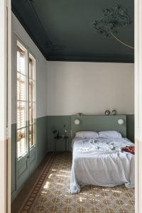 rustic-bedroom-style-with-ceiling-paint-color