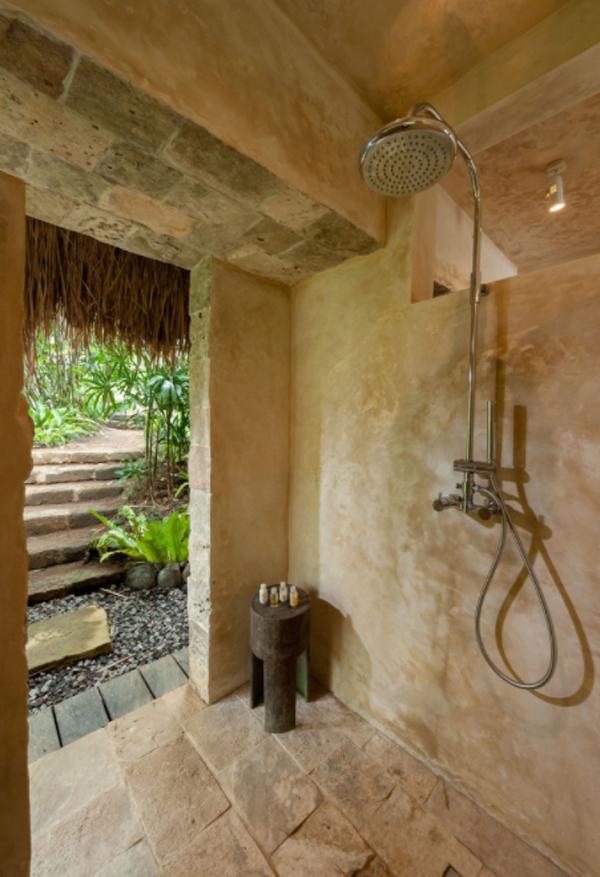 stone-tropical-bathroom-design