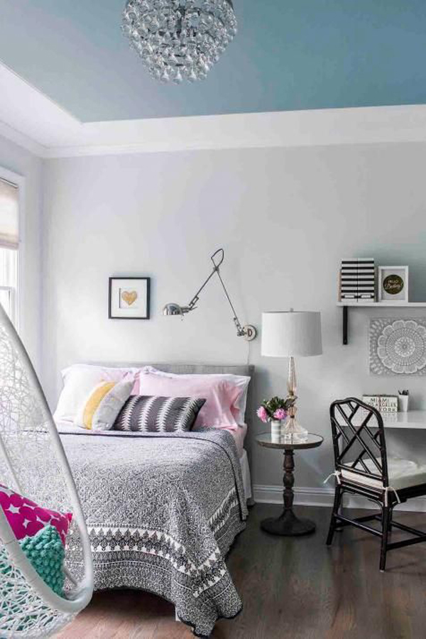 teenage-bedroom-design-with-blue-painted-ceilings